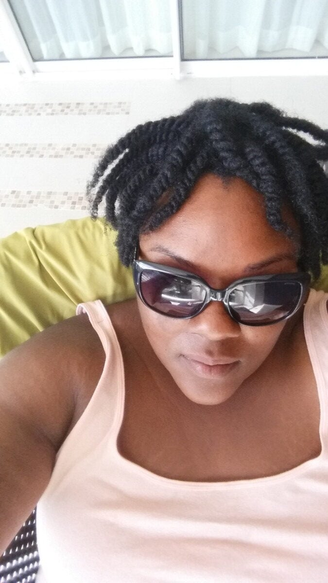 Natural Hair twist with sunglesses